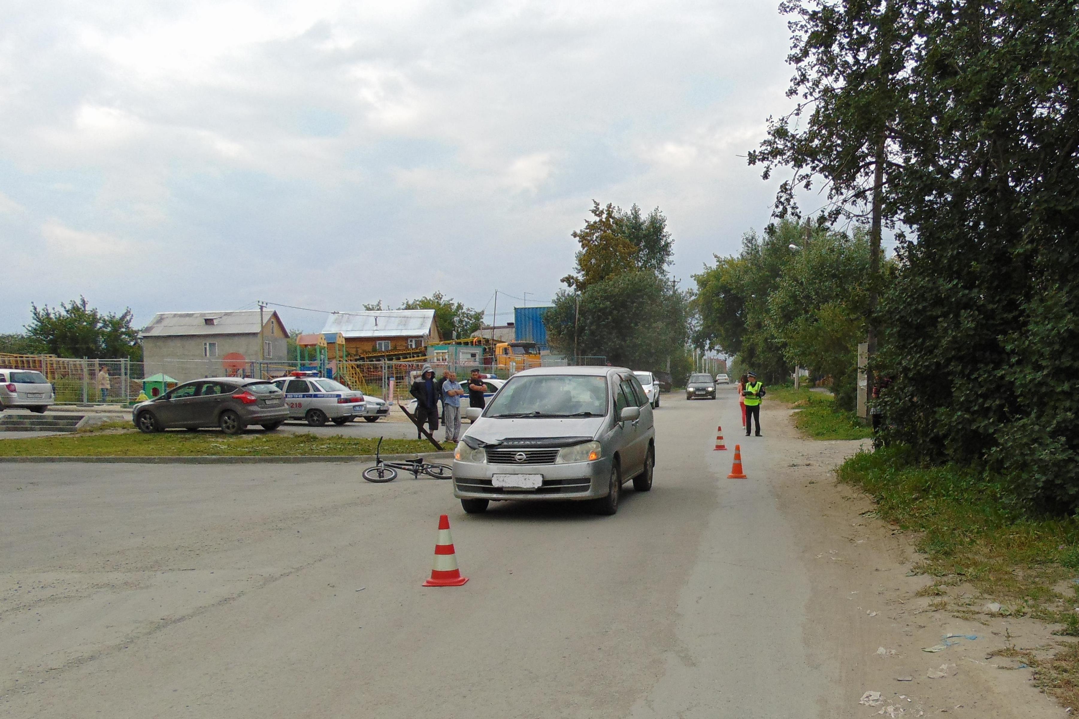 В Екатеринбурге Nissan наехал на юного велосипедиста