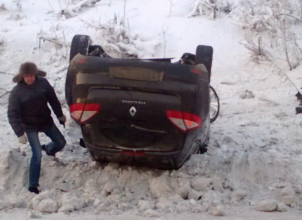 На Московском тракте перевернулся Renault