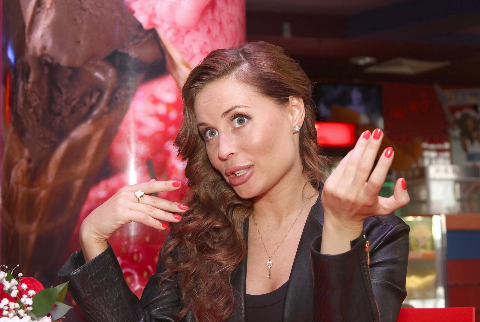 10 наивных вопросов Юлии Михалковой: «Что делать красивой девушке, если…»