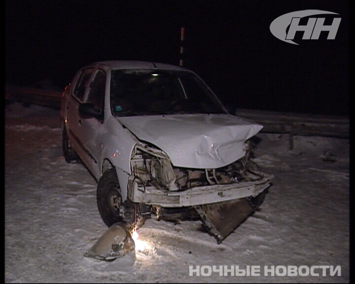 В Екатеринбурге автомобиль Renault врезался в отбойник