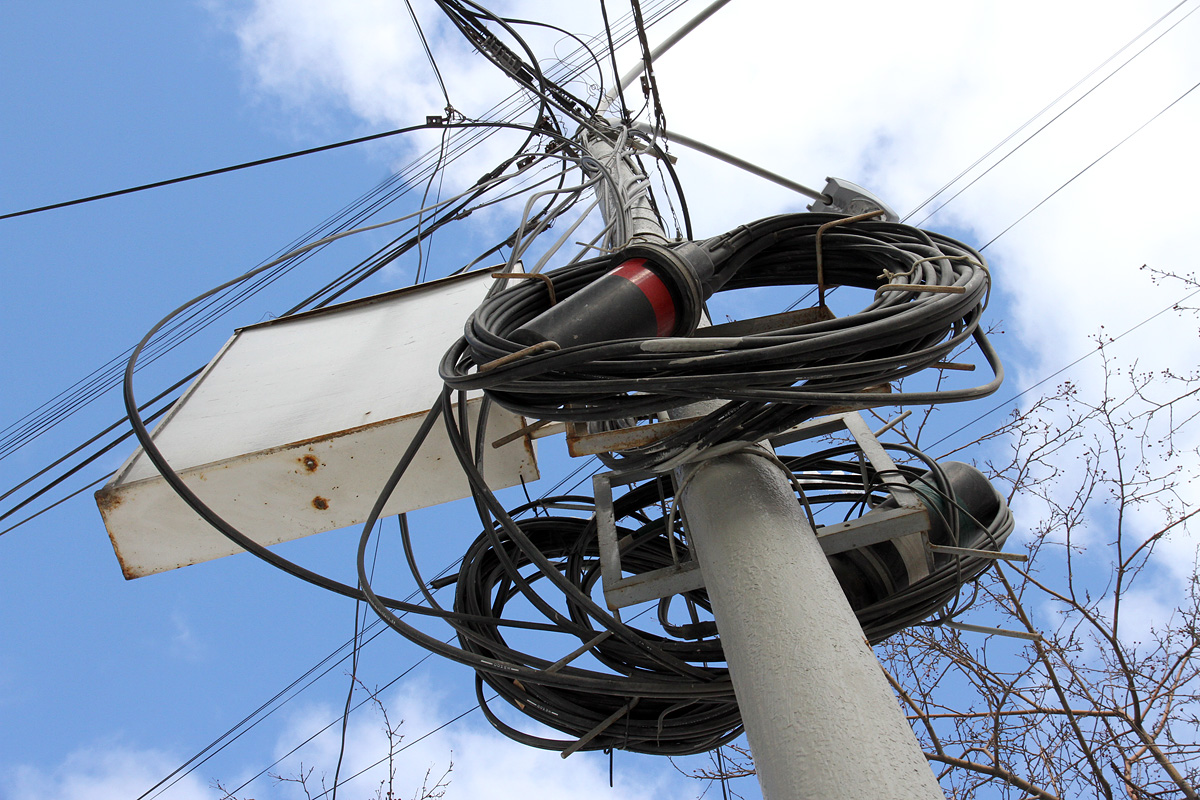 Версия: ФСБ остановила демонтаж ВОЛС со столбов