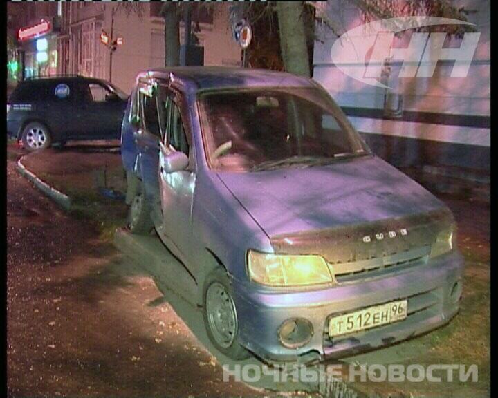 Автомобиль с охранниками врезался в Nissan на Первомайской
