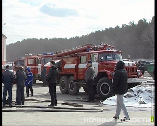 Пожарные два часа тушили автосервис на Онуфриева