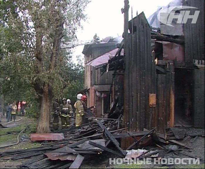 На ВИЗе горел двухэтажный барак