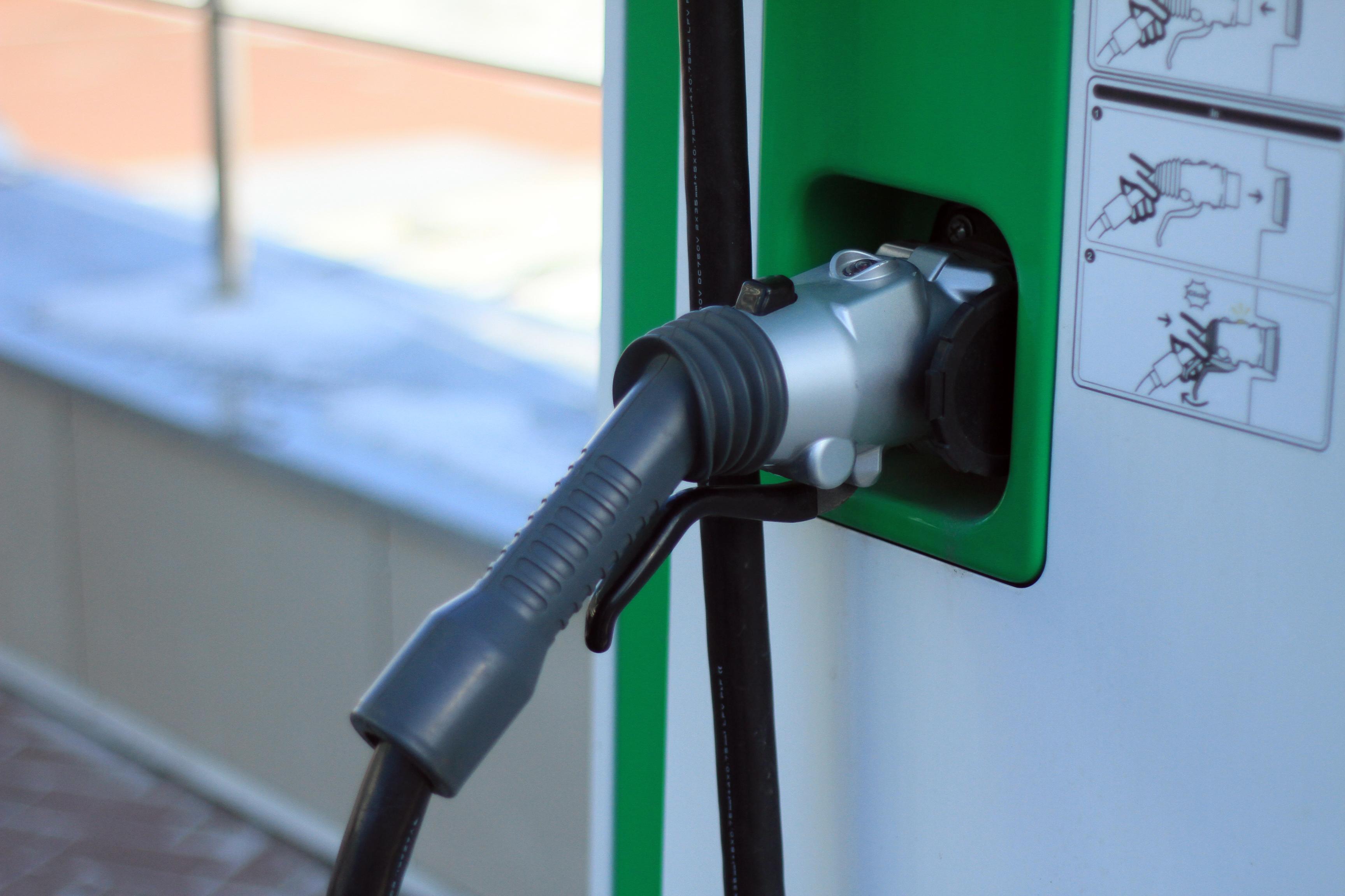 Слезть с нефтяной иглы — 2: питаем автомобиль от розетки