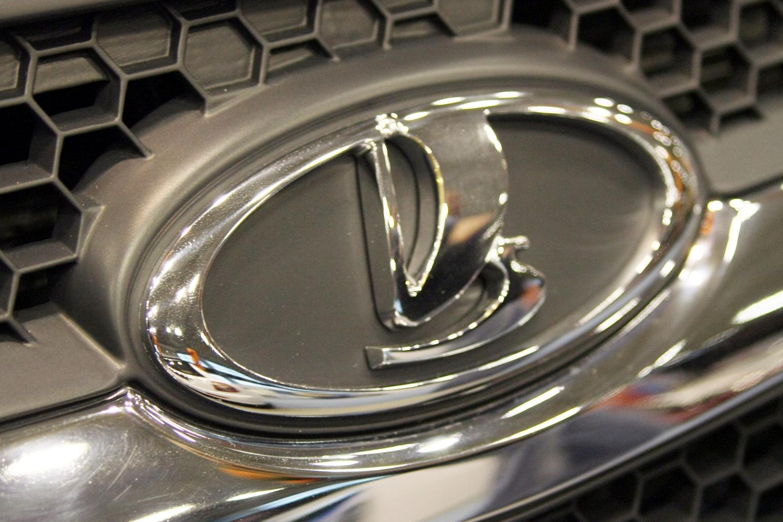 Дилеры Lada с понедельника поднимут цены на автомобили