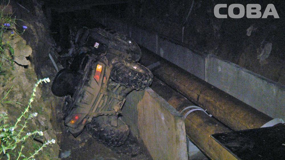 В Юго-Западном квадроцикл упал в траншею теплотрассы, водитель погиб