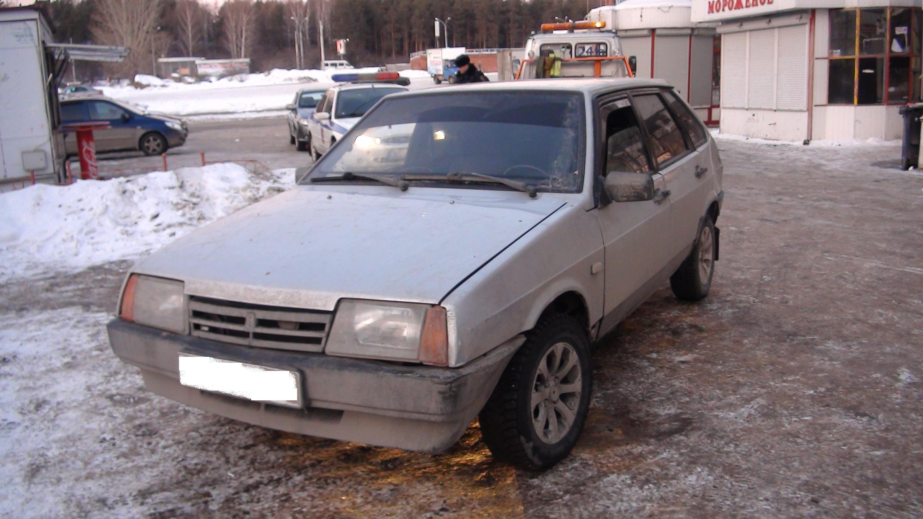 Пролетел на красный: на Сыромолотова лихач на «девятке» сбил пешехода
