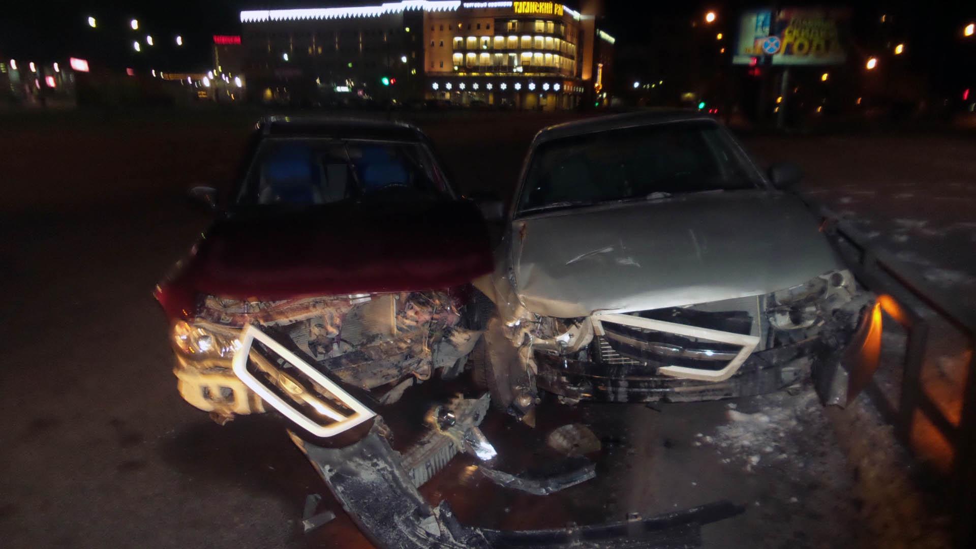 Красная vs белая: возле «Таганского ряда» одна Daewoo Nexia протаранила другую