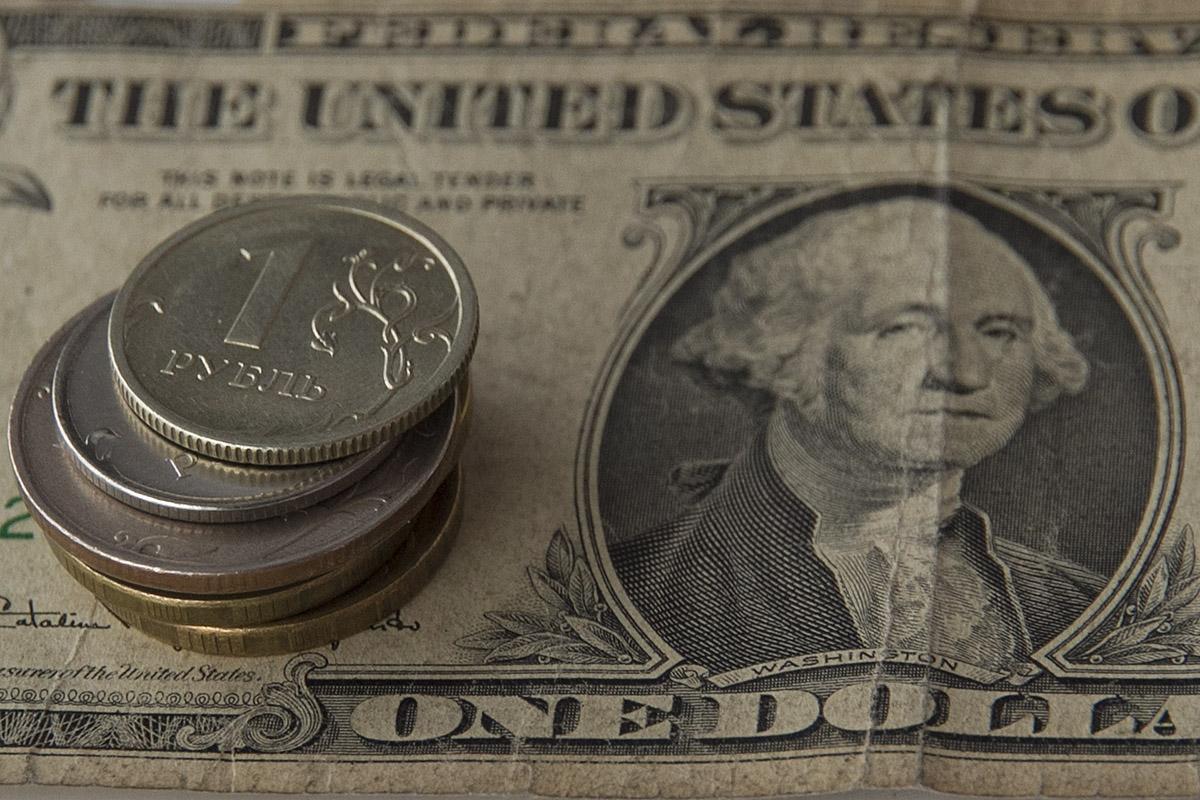 Минэкономразвития: к концу 2018 года доллар упадет ниже 50 рублей