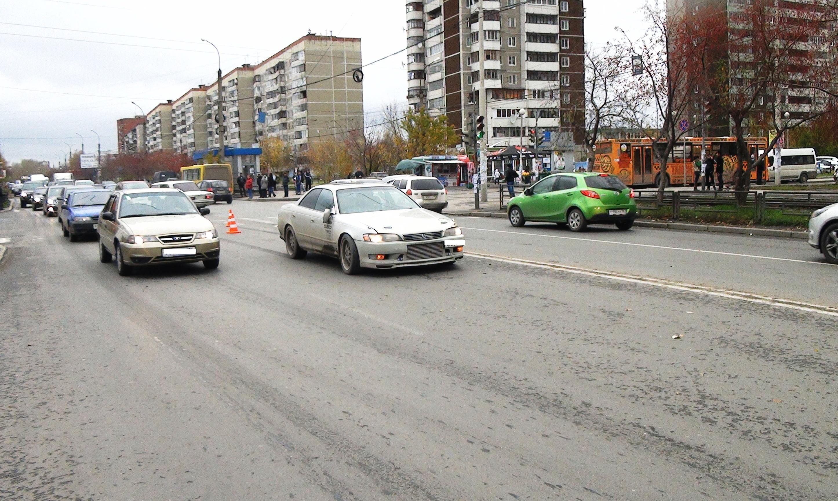 На Сортировке школьник, пытаясь догнать маршрутку, попал под машину