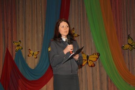В Белоярском округе попавшей в ДТП семье подарили детское автокресло