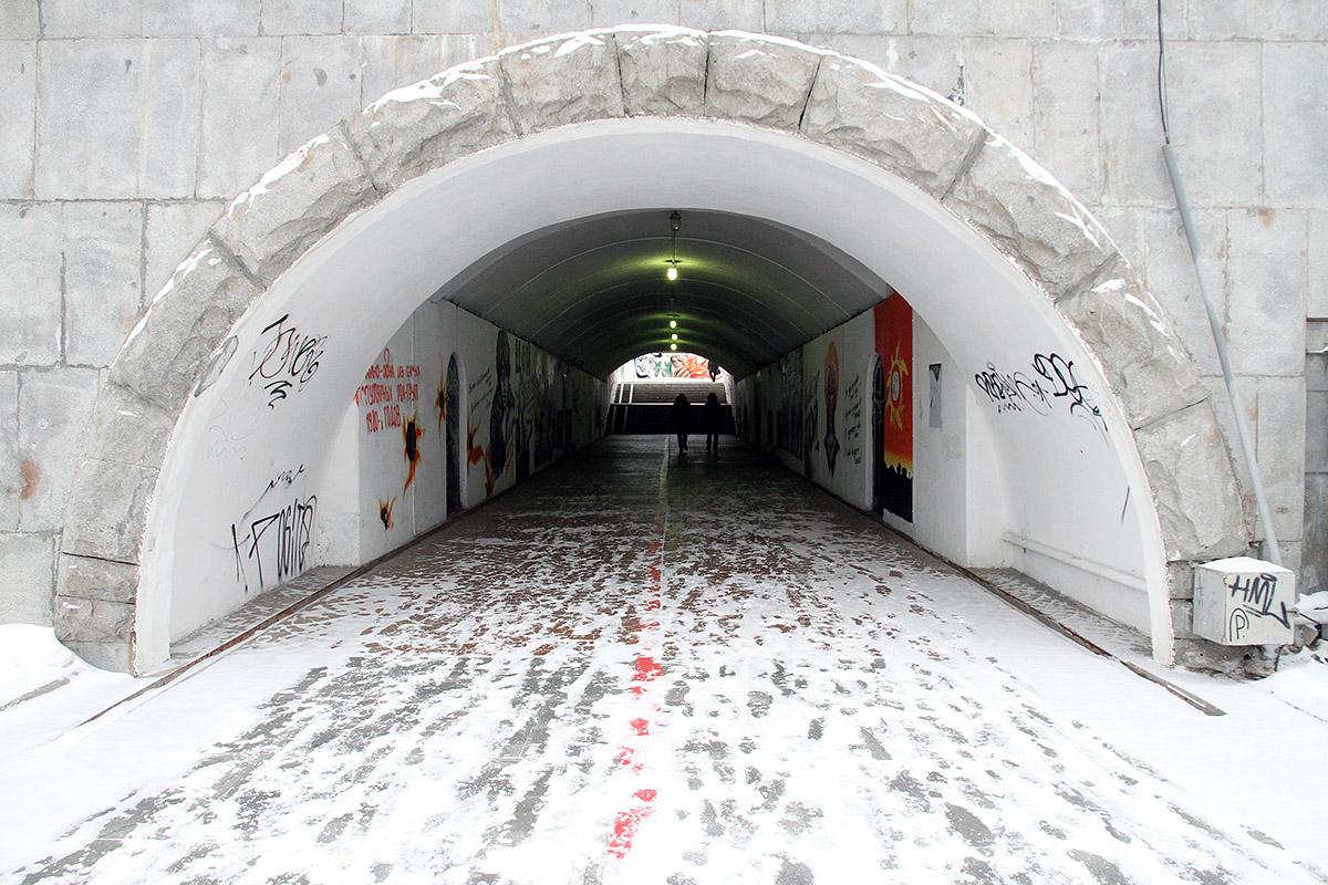 Городская легенда: переход на Плотинке построили для возлюбленной областного чиновника