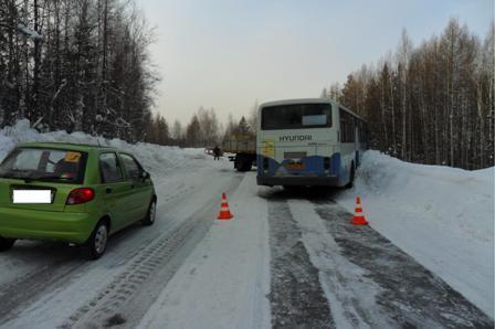 Около Лесного грузовик врезался в автобус с 27 пассажирами