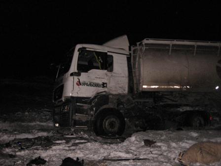 В лобовом столкновении двух грузовиков под Камышловом погиб один человек