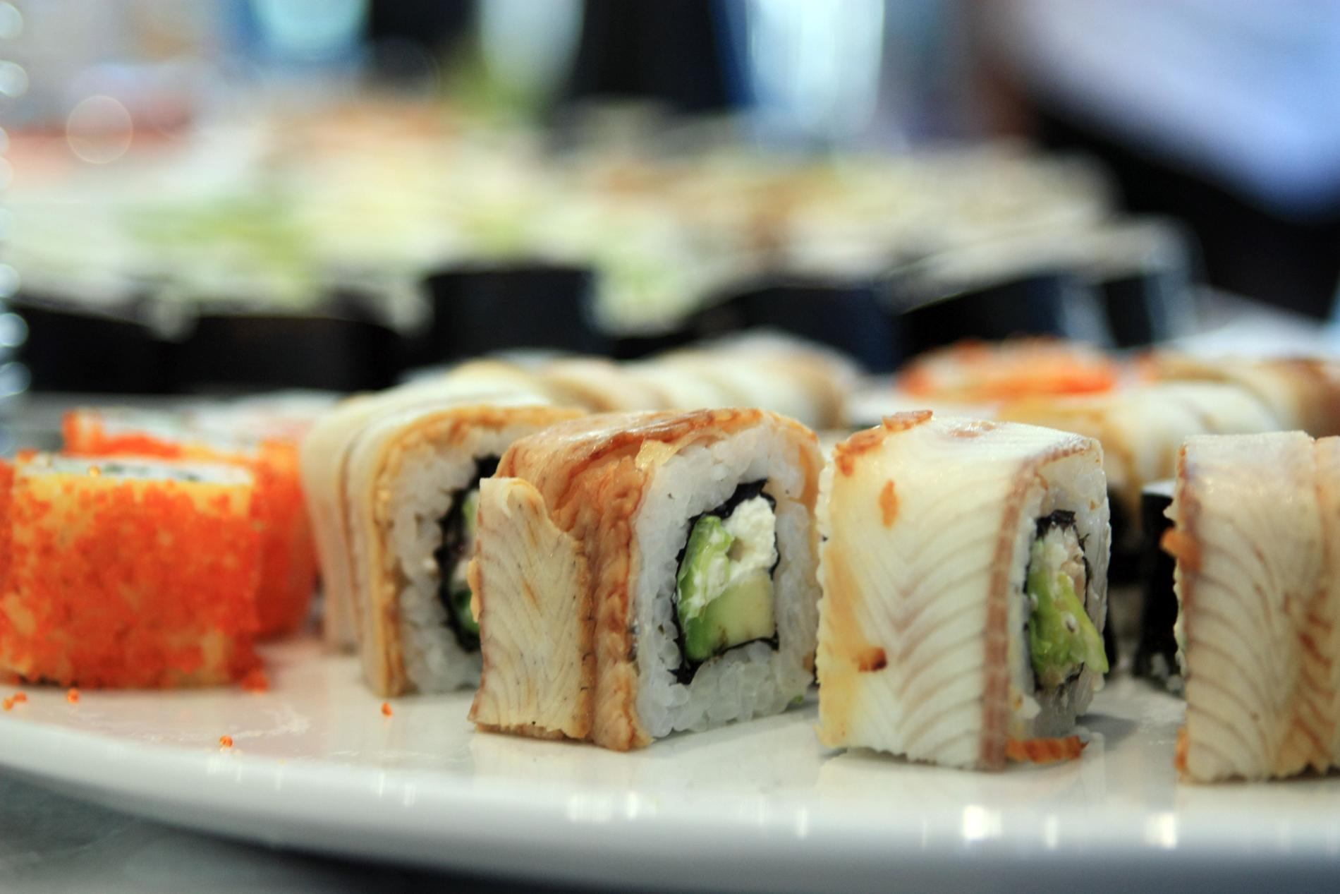 Санврачи просят екатеринбуржцев с осторожностью есть суши и роллы в жару