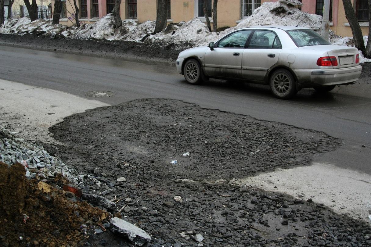 Ямы на свердловских дорогах планируют запломбировать жидким стеклом