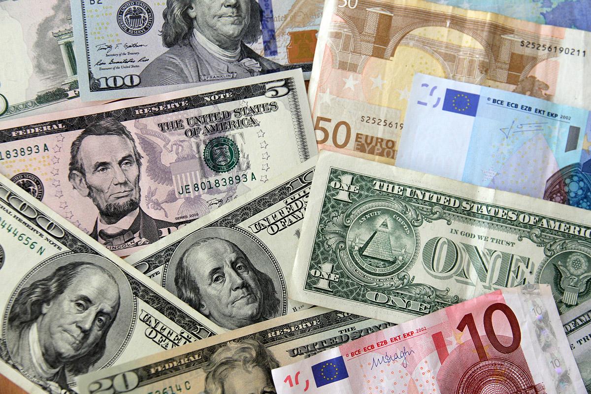 Новые рекорды. Доллар вырос до 46, евро до 57 рублей