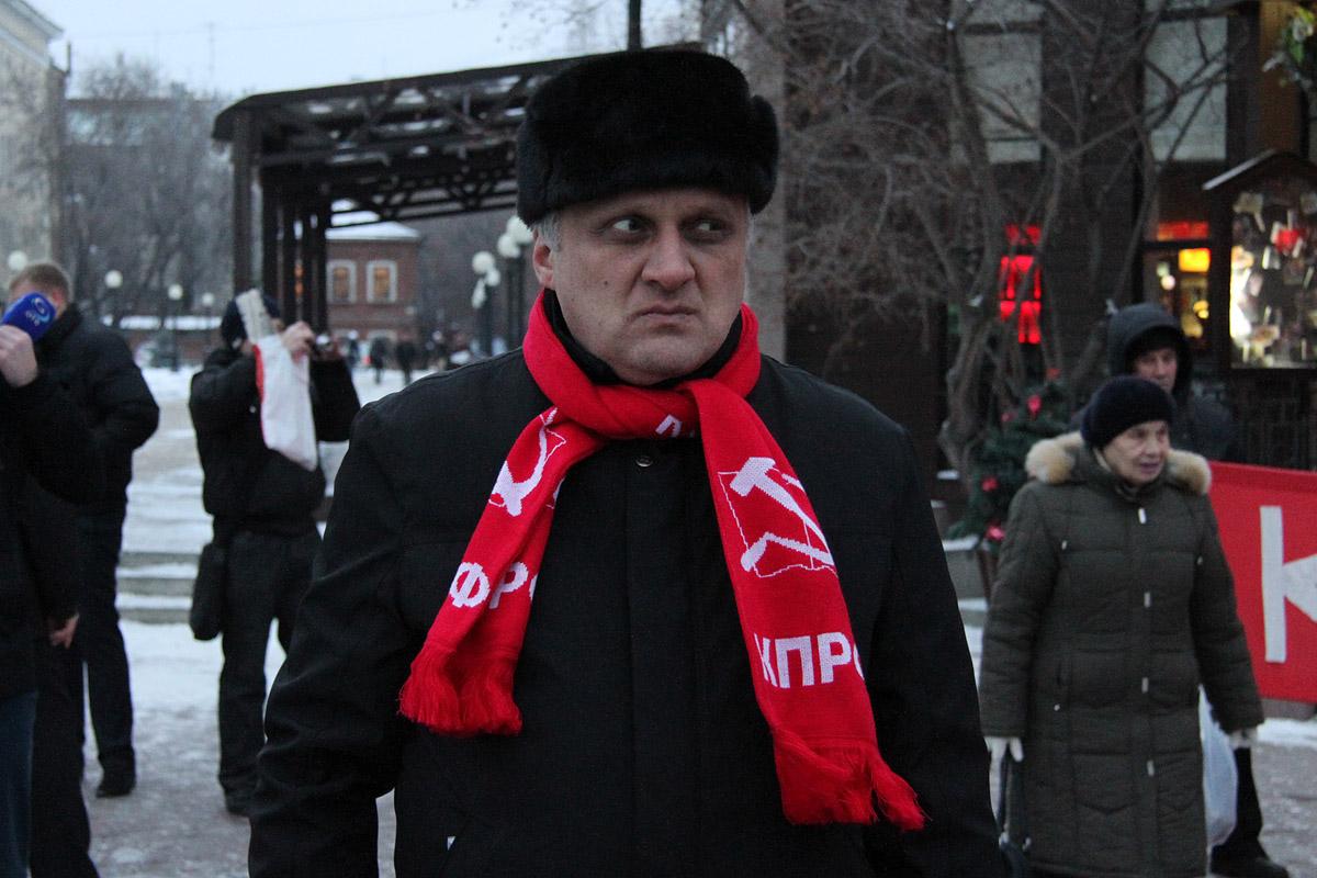 Экс-глава свердловских коммунистов требует с однопартийцев миллионы