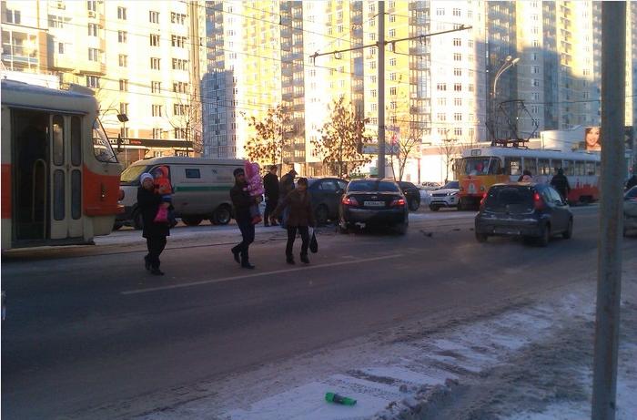 На 8 Марта из-за аварии на путях встали трамваи