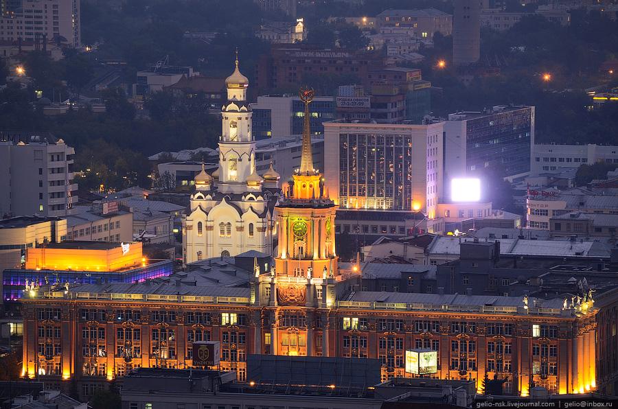 Дефицит бюджета не помеха: екатеринбургскую мэрию подсветят светодиодами