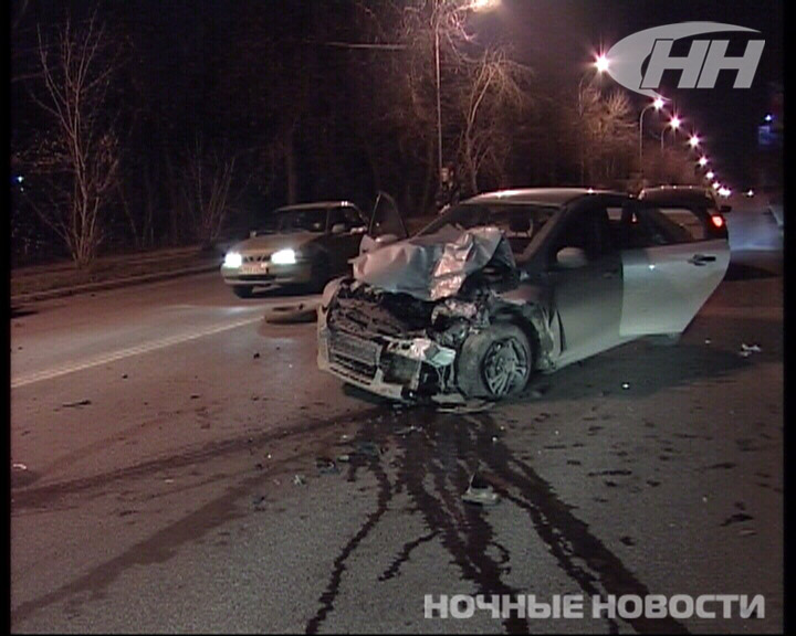 На Московской — Куйбышева Ford снес с дороги BMW