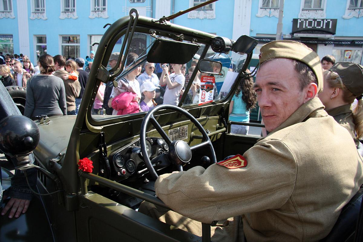 В День Победы на улицы города вышли автомобили военных лет
