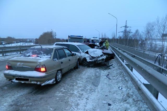 В Первоуральске ВАЗ «зацепил» в ДТП две машины