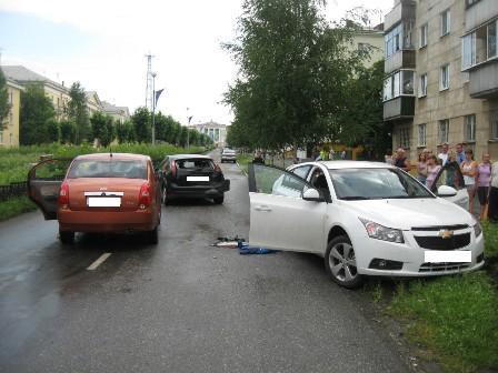 Автоледи протаранила в Лесном две машины