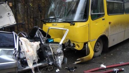 Пассажирка ВАЗа погибла в ДТП с автобусом под Екатеринбургом