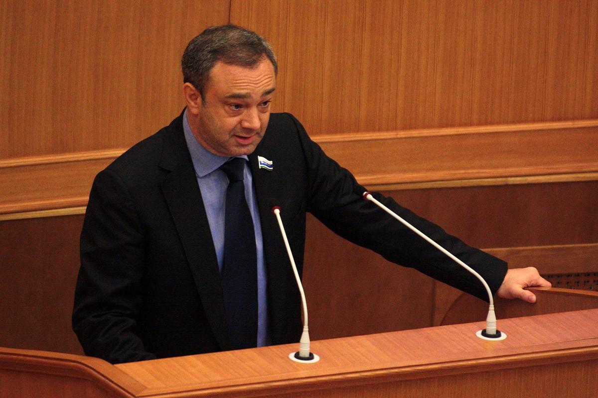 Обнял и ушел: депутаты утвердили отставку Георгия Перского