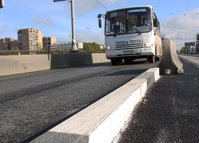 ГИБДД: Бордюры на Макаровском мосту должны снести весной