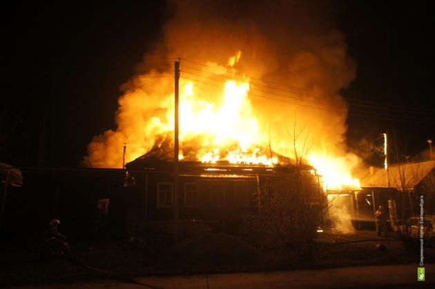 В Сосьвинском округе сгорел частный дом. В огне погиб хозяин