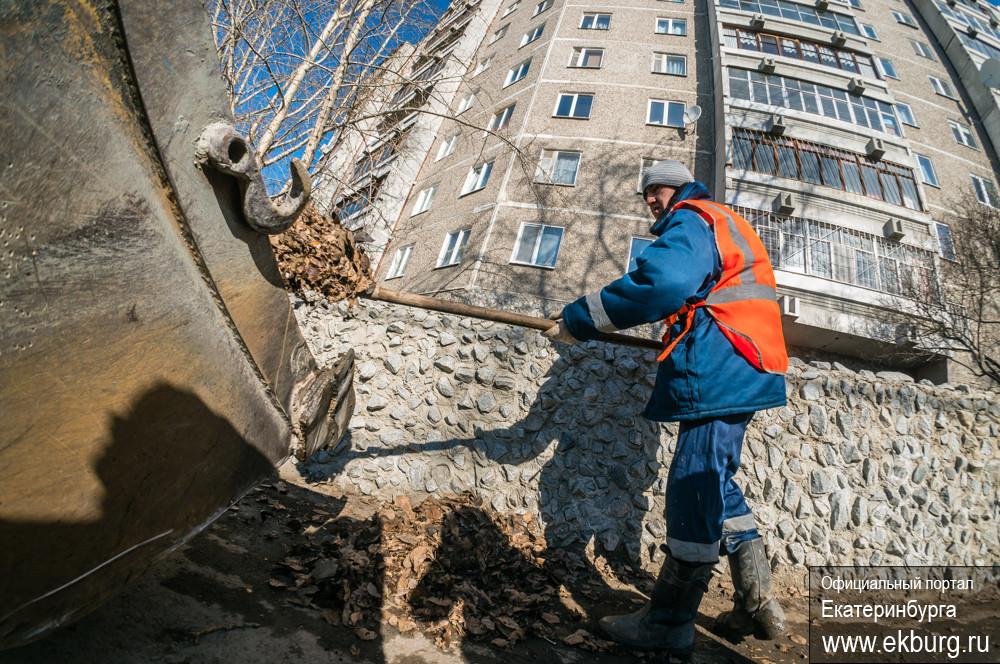 За март коммунальщики вывезли с улиц Екатеринбурга 10 тысяч тонн грязи