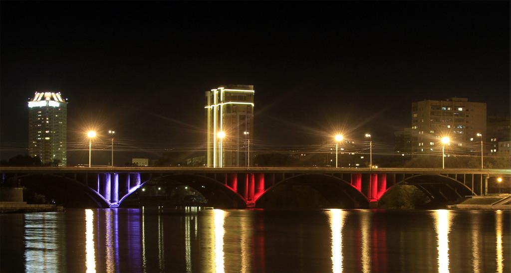 Вангуем ад: летом закроют половину моста на Челюскинцев