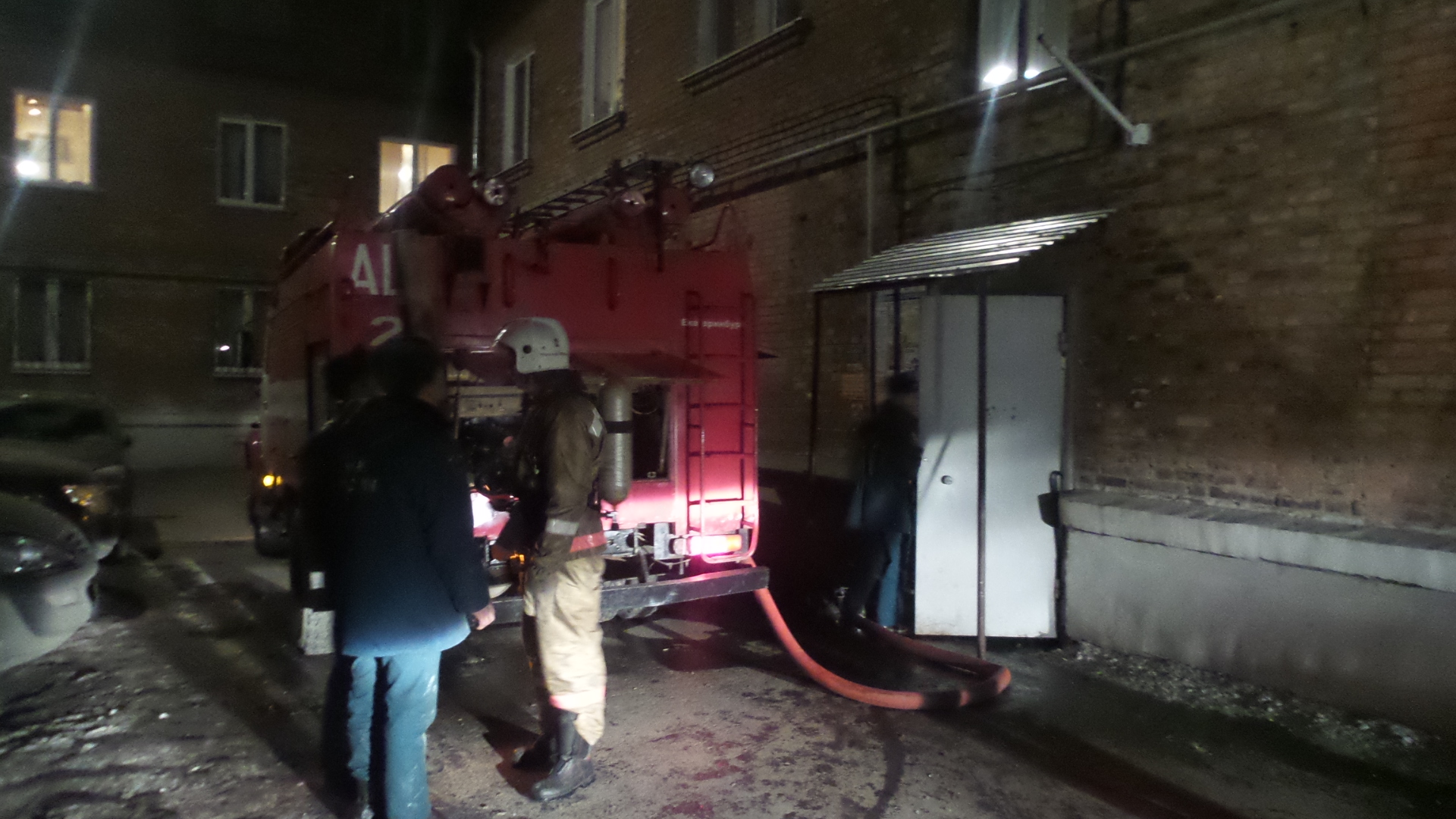Вместо новоселья — пожар: ночью горела квартира на ВИЗе, один человек пострадал