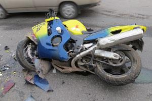 В Каменске-Уральском мотоцикл и иномарка не поделили дорогу