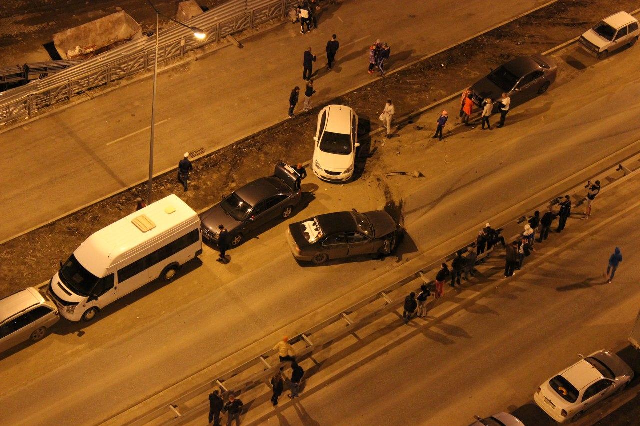 В Академическом BMW собрал в кучу несколько машин