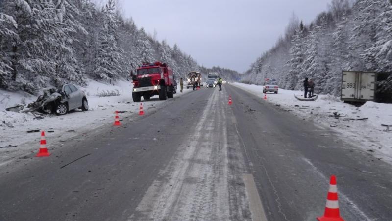 За сутки на дорогах Свердловской области в трех ДТП погибли несколько человек