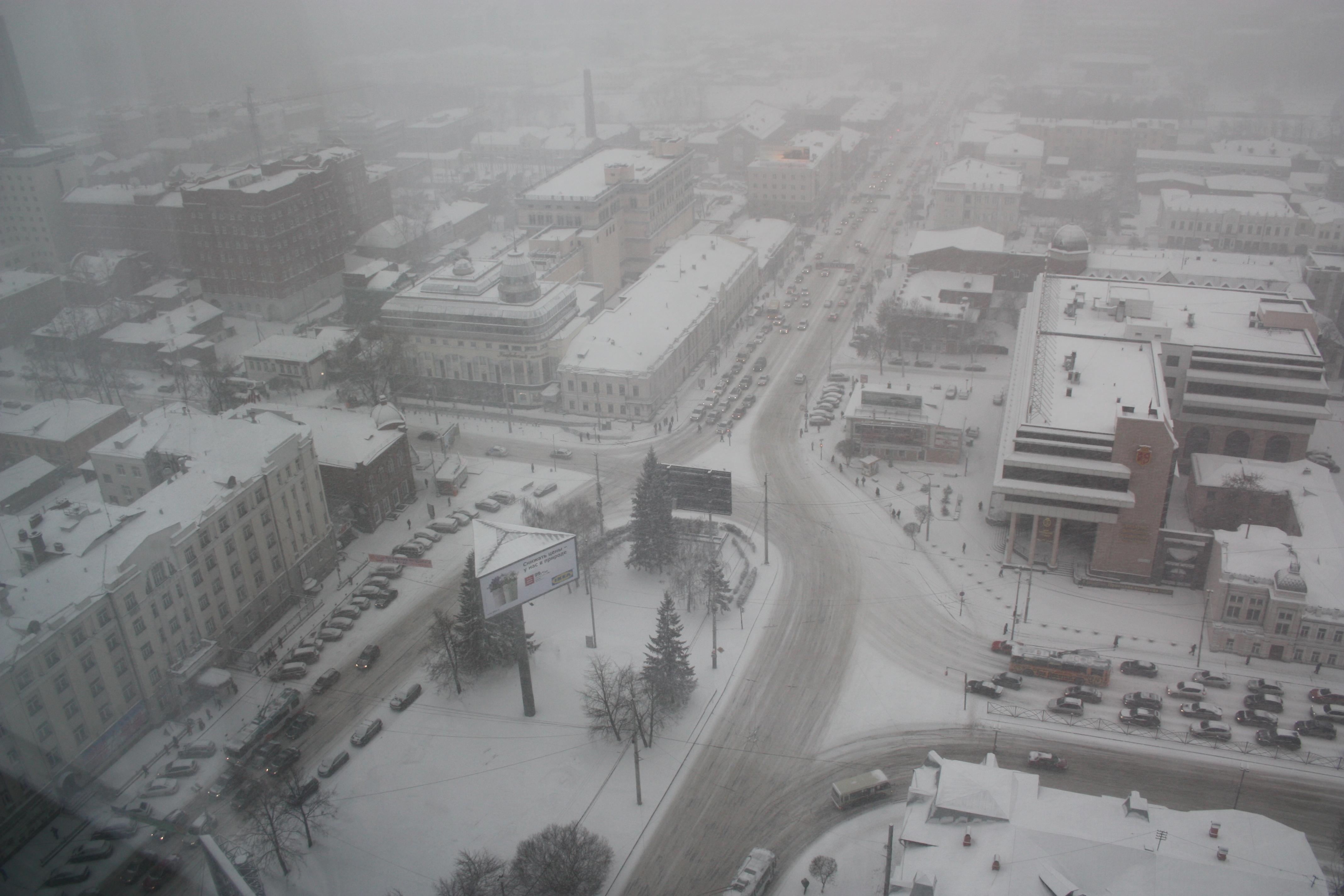 В преддверии апреля Екатеринбург пропал под снегом