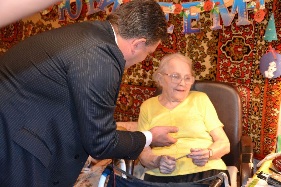 Екатеринбургским пенсионерам и инвалидам выдали «Кнопку жизни»