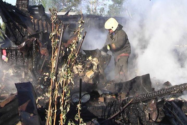 Свердловчанин с ружьем оборонял пожар от спасателей