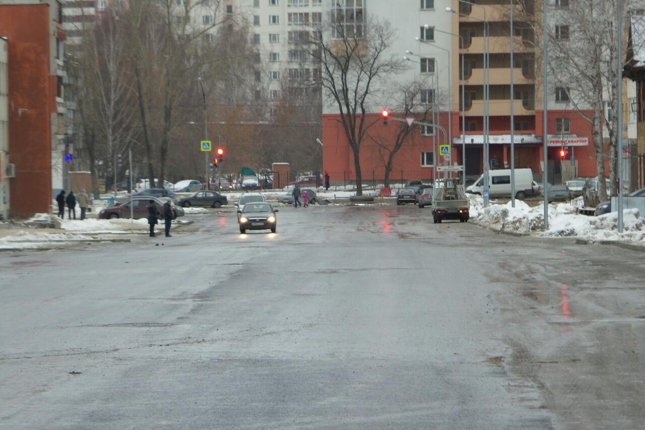 Улицу Степана Разина второй год подряд открыли недоделанной «в зимнем варианте»