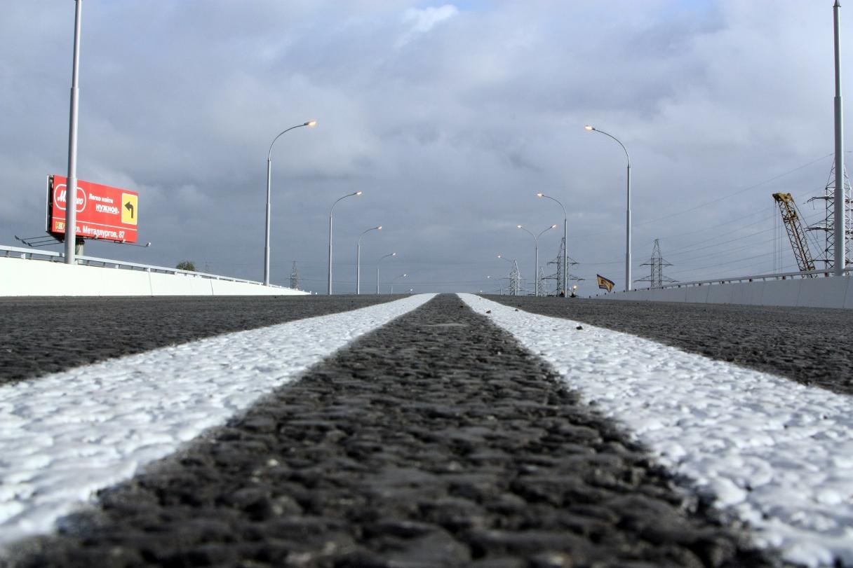 На Челябинском тракте легковушка снесла отбойники