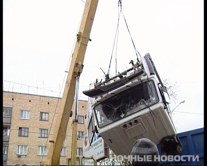 В столкновении с екатеринбургским трамваем у МАЗа оторвало кабину