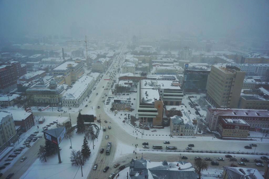 Екатеринбург превратился в сугроб. Мэрия и техника не справляются