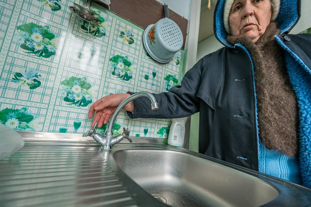 Жителей поселка Малышева лишают воды из-за миллионных долгов