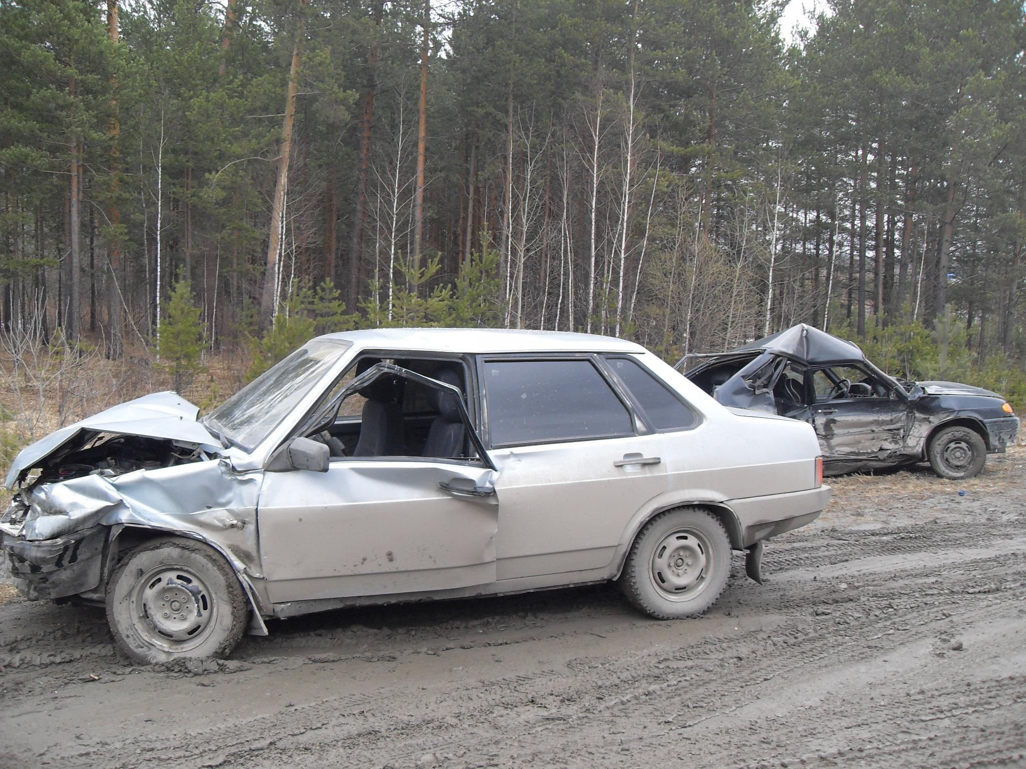 Женщина за рулем ВАЗ-21140 устроила ДТП на ЕКАД — двое госпитализированы