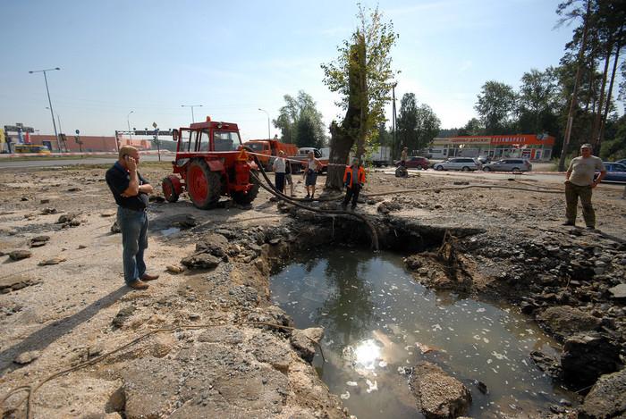 В Юго-Западном районе разорвало магистральный трубопровод