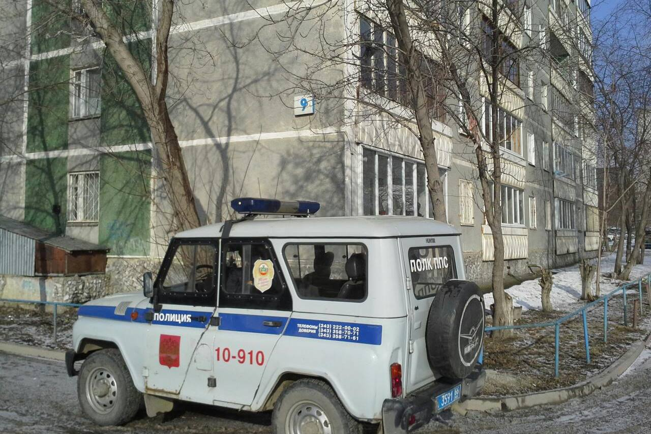 В поселке Белоярский пьяный полицейский устроил ДТП